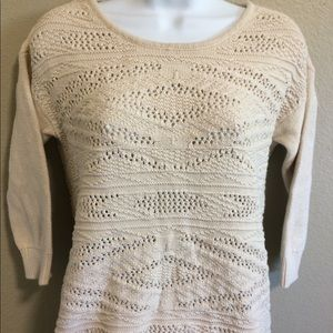 Cute American Eagle Outfitters high/low sweater.